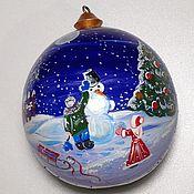 Подарки к праздникам ручной работы. Ярмарка Мастеров - ручная работа Новогодний шар с ручной росписью из дерева. Handmade.