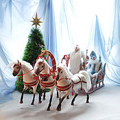 Куклы и игрушки ручной работы. Ярмарка Мастеров - ручная работа Новогодняя миниатюра  - куклы Дед Мороз и Снегурочка на тройке лошадей. Handmade.
