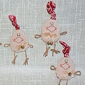Подарки к праздникам ручной работы. Ярмарка Мастеров - ручная работа Авторская игрушка-магнит «Озорные петушки». Handmade.