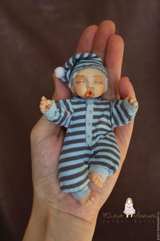 Май. Малыш. Купить куклу ребенка. Запекаемый пластик. Ярмарка Мастеров. Малыш на ладошке. Мальчик.