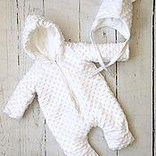 Комбинезоны ручной работы. Ярмарка Мастеров - ручная работа Комбинезон и шапочка для новорожденного. Handmade.