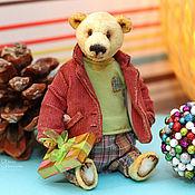 Куклы и игрушки handmade. Livemaster - original item Teddy bear  - Simon (dressed in clothes and with a gift). Handmade.
