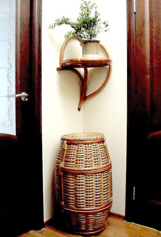 Полочка угловая может быть использована как самостоятельный элемент декора, а можно поставить цветы, баночки или разместить любимые игрушки.
