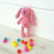 Куклы и игрушки ручной работы. Ярмарка Мастеров - ручная работа Вязаный Зайчик погремушка. Handmade.
