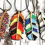 Украшения ручной работы. Ярмарка Мастеров - ручная работа Подвеска Перо из полимерной глины с эмалью. Handmade.