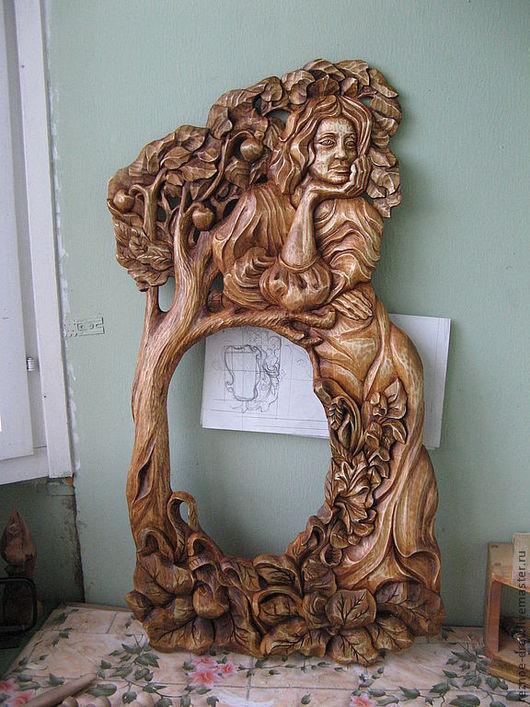 Зеркала ручной работы. Ярмарка Мастеров - ручная работа. Купить резная рама из дерева (осина )девушка у яблони. Handmade. Продажа