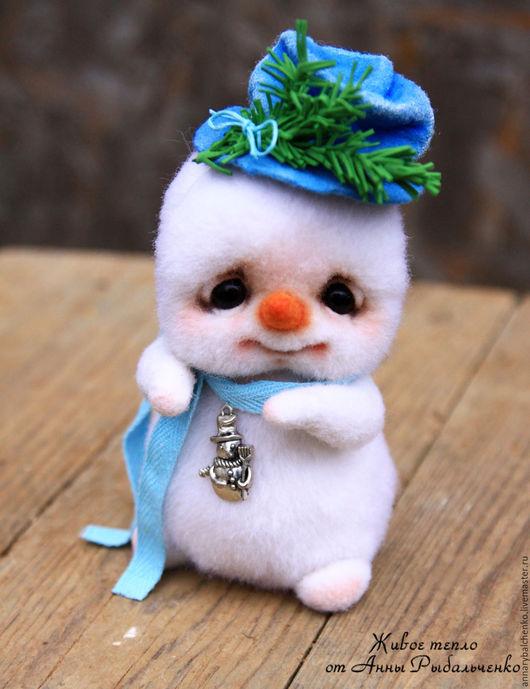 Сказочные персонажи ручной работы. Ярмарка Мастеров - ручная работа. Купить Снеговичок Фрости. Handmade. Белый, снеговик в подарок, войлок