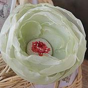 Украшения ручной работы. Ярмарка Мастеров - ручная работа Цветы из ткани. Брошь-цветок с вышивкой, роза. Handmade.