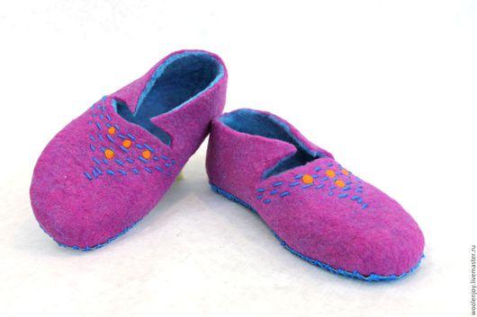 """Обувь ручной работы. Ярмарка Мастеров - ручная работа. Купить тапочки валяные """"брусничные"""". Handmade. Фуксия, для дачи, лечебная обувь"""