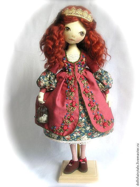 """Коллекционные куклы ручной работы. Ярмарка Мастеров - ручная работа. Купить Интерьерная текстильная кукла """"Маленькая принцесса"""". Handmade. Бордовый"""