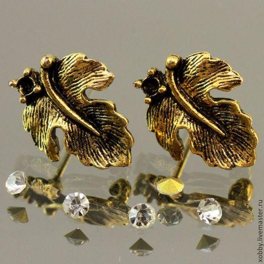 Основа для сережек гвоздиков пуссеты Лист с площадкой для вклеивания стразы или бусины цвета античное золото с петелькой для крепления подвески