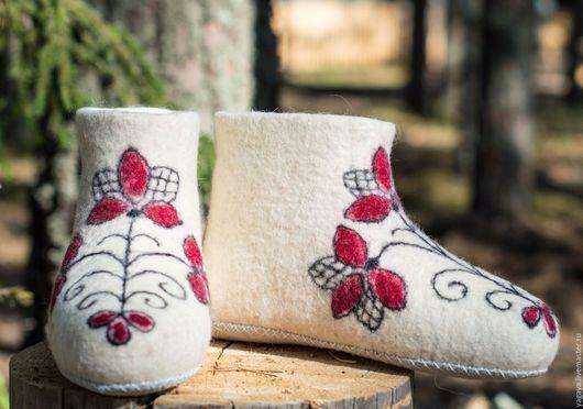 """Обувь ручной работы. Ярмарка Мастеров - ручная работа. Купить Валенки домашние """"Аленький цветочек"""". Handmade. Домашние тапочки, подарок"""