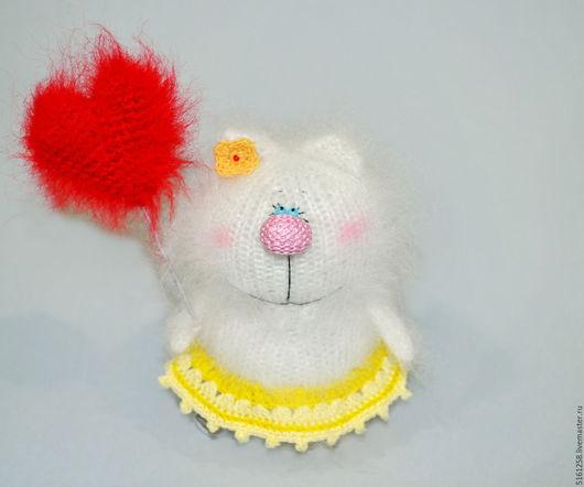 Миниатюра ручной работы. Ярмарка Мастеров - ручная работа. Купить Валентинка вязаная кошечка ( пушистые коты, вязаные игрушки ). Handmade.