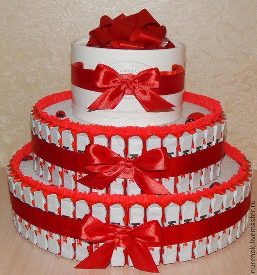 Кулинарные сувениры ручной работы. Ярмарка Мастеров - ручная работа. Купить Торт из киндеров и рафаэлло. Handmade. Торт из конфет, торт