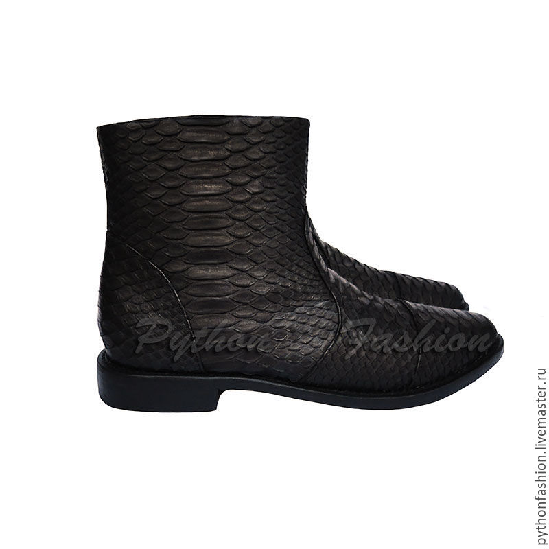 boots Python. Men's winter boots from Python to fur. Stylish men's shoes Python skin handmade. The author's men's shoes custom. Mens boots leather zippered pitonov.