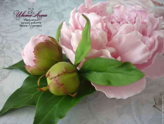 Брошь с розовым пионом и бутонами