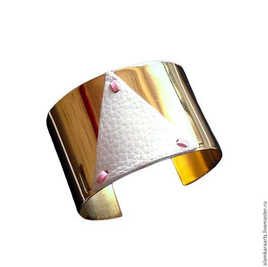 Браслеты ручной работы. Ярмарка Мастеров - ручная работа. Купить Браслет из латуни Белый треугольник. Handmade. Золотой, крупные браслеты