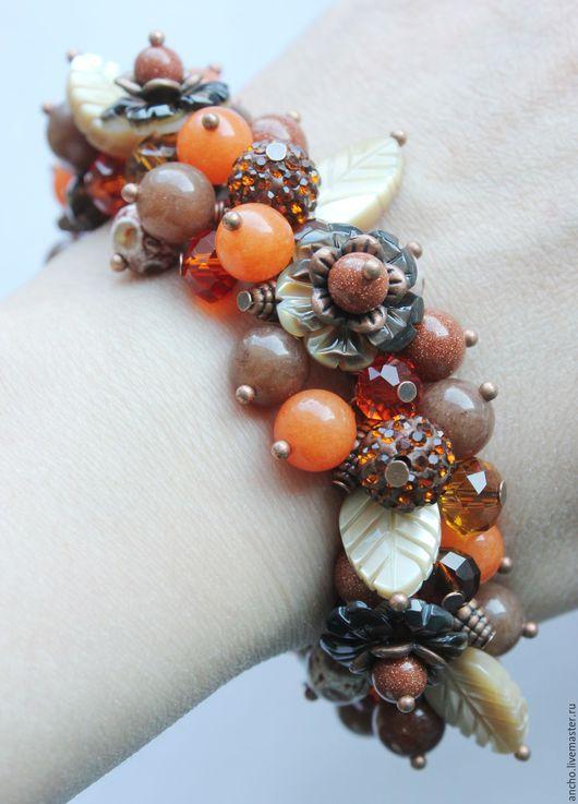 """Браслеты ручной работы. Ярмарка Мастеров - ручная работа. Купить """"Оранжево-коричневый"""" браслет с перламутровыми цветочками из агата и а. Handmade."""
