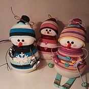 Подарки к праздникам ручной работы. Ярмарка Мастеров - ручная работа Снеговик с лыжами, с коньками. Handmade.