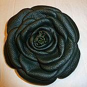 """Украшения ручной работы. Ярмарка Мастеров - ручная работа Брошь из кожи """"Роза"""" тёмно-зелёная (диаметр 13 см). Handmade."""