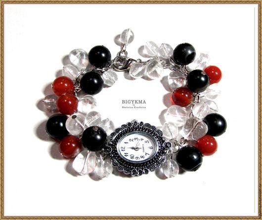 Изящные часы наручные женские с браслетом. Часы браслет выполнены из камней агата, сердолика и стеклянных чешских бусин.