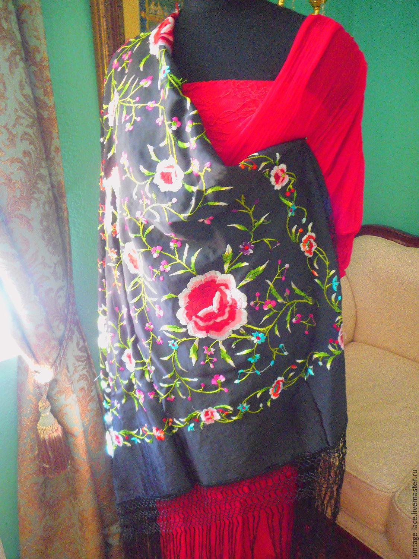 Шаль с вышивкой цветами