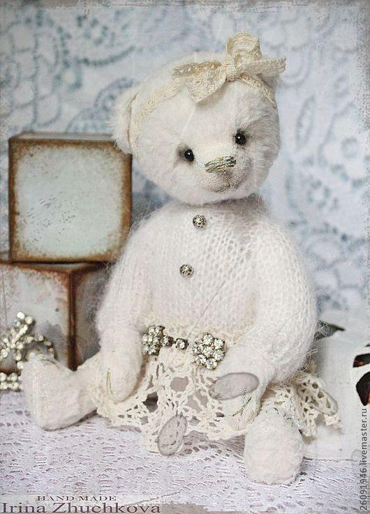 """Мишки Тедди ручной работы. Ярмарка Мастеров - ручная работа. Купить """"Бэль"""". Handmade. Белый, оригинальный подарок, мишка в одежке"""