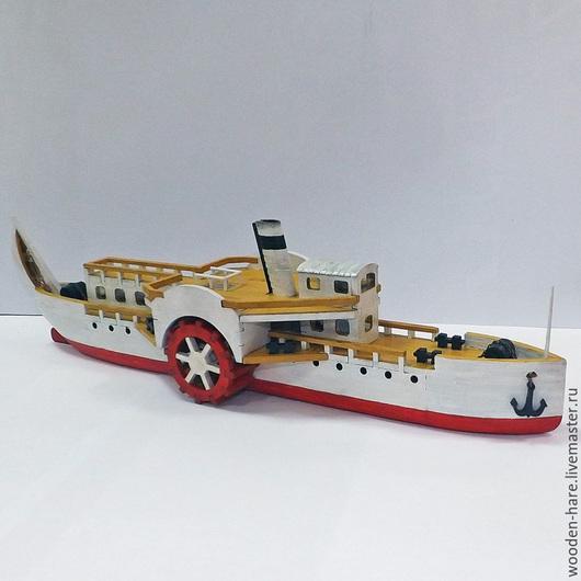 Модель речного колесного парохода из дерева