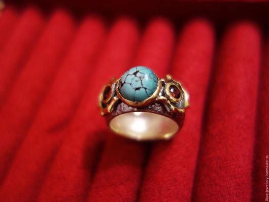 """Кольца ручной работы. Ярмарка Мастеров - ручная работа. Купить """"Betsy""""- модное серебряное кольцо с натуральной бирюзой и гранатами. Handmade."""