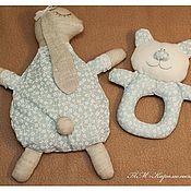 Куклы и игрушки ручной работы. Ярмарка Мастеров - ручная работа Набор для самых маленьких (грелочка и погремушка). Handmade.