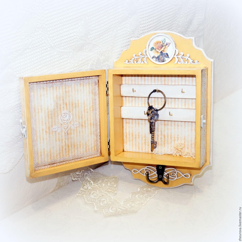 Key box with door \
