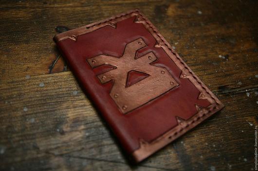 Обложки ручной работы. Ярмарка Мастеров - ручная работа. Купить Кожаная обложка на паспорт Warhammer Khorne. Handmade. Ярко-красный