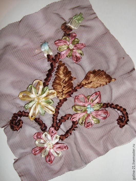 Этой декоративной вставкой можно украсить любое изделие: платье, сарафан, юбку, сумку.