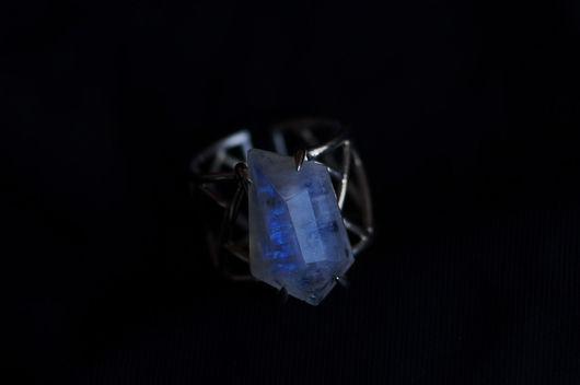 Кольца ручной работы. Ярмарка Мастеров - ручная работа. Купить Геометрическое кольцо с кристаллом лунного камня. Handmade. Голубой