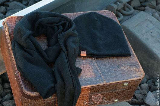 Теплый и удобный демисезонный комплект из шарфа и шапки