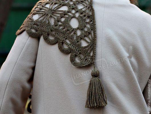 Шали, палантины ручной работы. Ярмарка Мастеров - ручная работа. Купить Шаль платок вязаная из шерсти Хаки с пумпонами. Handmade.