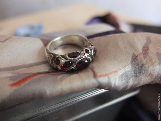 Кольца ручной работы. Ярмарка Мастеров - ручная работа. Купить Кольцо с гранатами. Handmade. Бордовый, кольцо, серебряное кольцо, кабошон