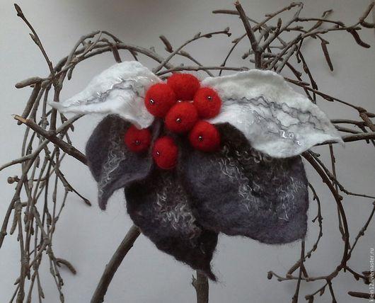 """Броши ручной работы. Ярмарка Мастеров - ручная работа. Купить Брошь """"Зимние ягоды"""". Handmade. Серый, серо-бело-красный"""