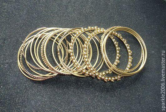Браслет сборный под старое золото, состоящий из 20 тоненьких браслетов. Составляющие браслеты - 4-х видов.