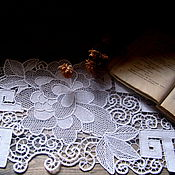 """Для дома и интерьера ручной работы. Ярмарка Мастеров - ручная работа Кружевная дорожка """" Белые пионы"""". Handmade."""