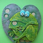 "Картины и панно ручной работы. Ярмарка Мастеров - ручная работа Панно ""Лягушка на монетах"". Handmade."