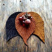 Украшения ручной работы. Ярмарка Мастеров - ручная работа Кожаная брошь листья и ягоды женское украшение. Handmade.