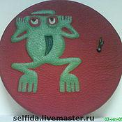 """Для дома и интерьера ручной работы. Ярмарка Мастеров - ручная работа Часы из кожи """"Индейская лягушка"""". Handmade."""