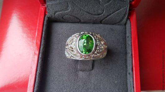 """Кольца ручной работы. Ярмарка Мастеров - ручная работа. Купить Кольцо серебряное """"Зеленое безмолвие"""" с крупным ярким перидотом. Handmade."""