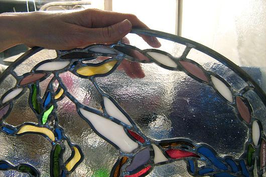 В этом витраже фоном использовано прекрасное американское стекло Bullseye