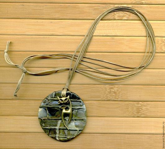 Кулоны, подвески ручной работы. Ярмарка Мастеров - ручная работа. Купить Кулон - подвеска КОТ из полимерной глины на вощёных шнурах, оливковый. Handmade.