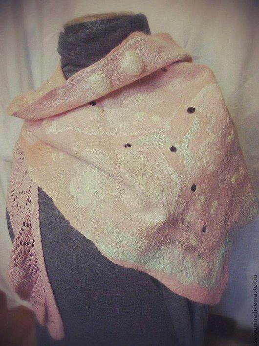 """Шарфы и шарфики ручной работы. Ярмарка Мастеров - ручная работа. Купить Бактус  """"Облако роз"""". Handmade. Кремовый, валяный шарф"""