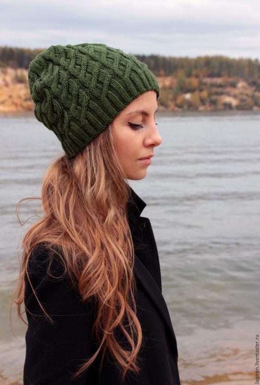 Минималистичная шапка насыщенного травяного оттенка. Состав:  80% шерсть, 20% акрил.