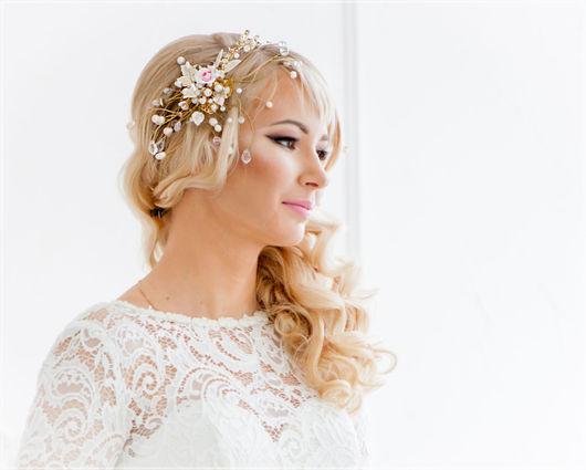 Необычная свадебная диадема-тиара с пайетками и розами из полимерной глины FIMO Диадема для невесты в золотисто-розовых тонах. Свадебная диадема-венок с цветами и листьями из полимерной глины FIMO.