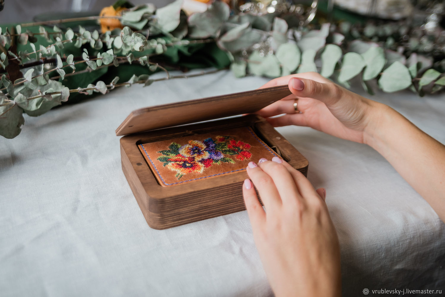 Wooden box with magnetic lid with engraving, Packing box, Moscow,  Фото №1
